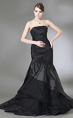 Trumpet/Mermaid Strapless Sweep/Brush Train Taffeta Prom Dress