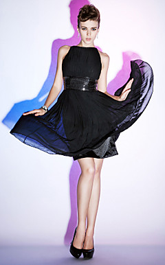 Sheath/ Column Bateau Knee-length Chiffon Cocktail Dress