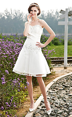 A-line Sweetheart Knee-length Taffeta Tulle Wedding Dress