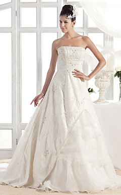 A-line/Princess Strapless Court Train Lace Wedding Dress